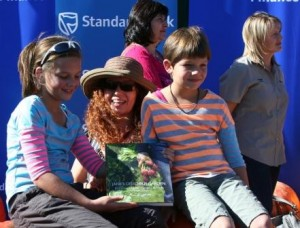 Jane Griffiths and the girls from Letsema Home School and their cool prize from Jane Griffiths